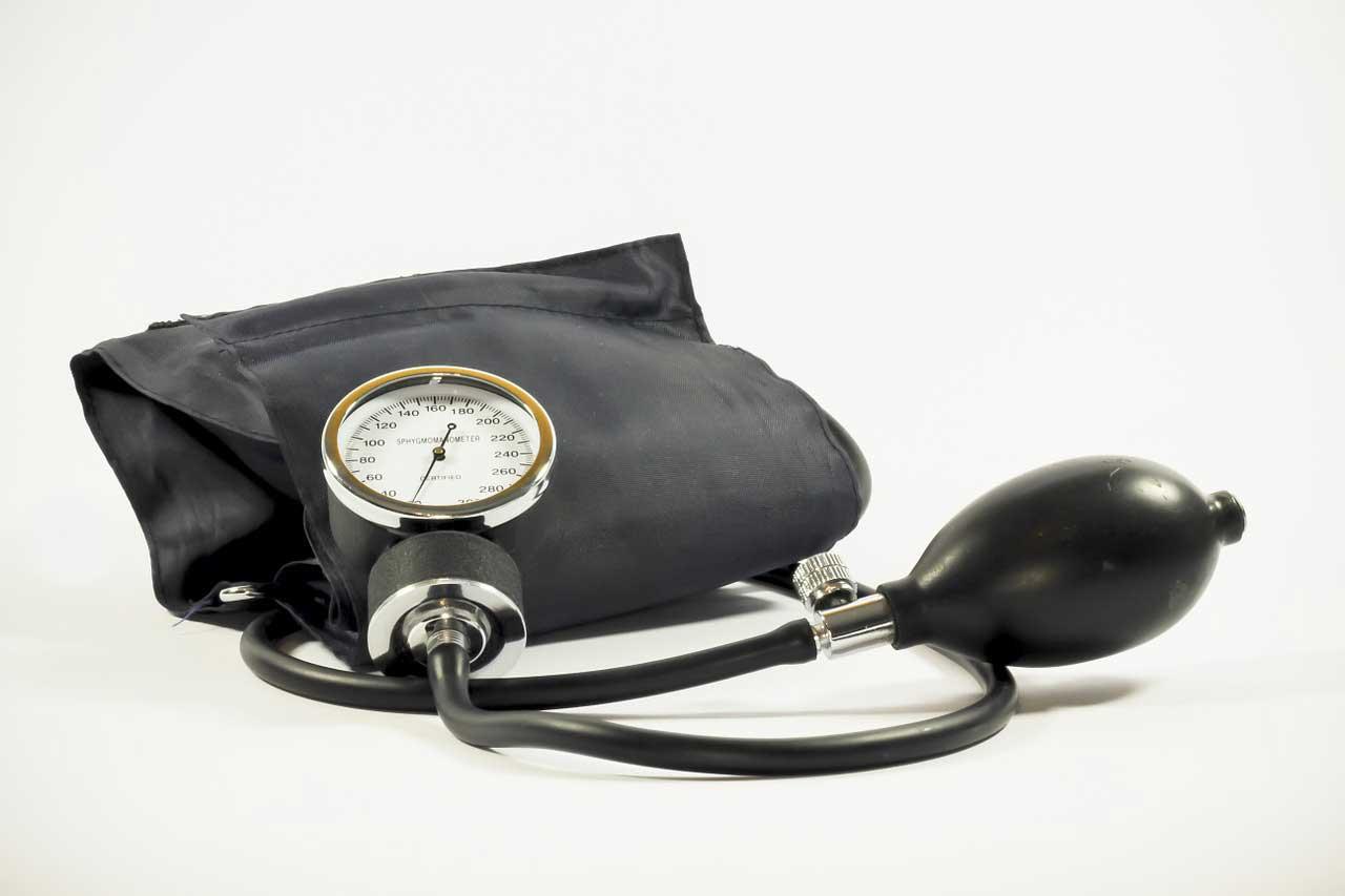 Blutdruckmessgerät Oberarm Anwendung