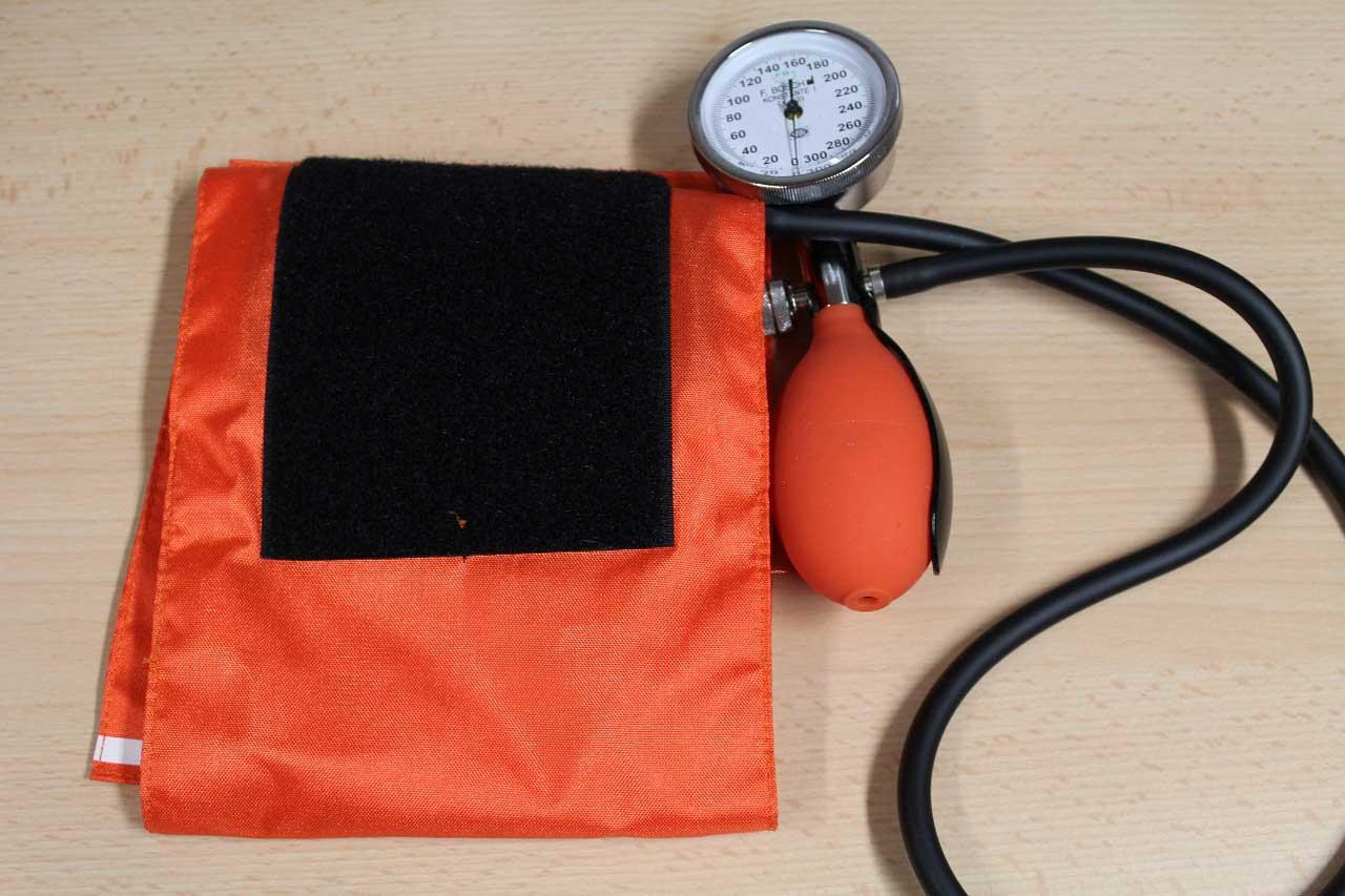 Bluthochdruck Messgerät und Manschette für die Blutdruck Messung