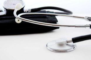 Langzeit-Blutdruckmessung als Teil der Kardiologie Untersuchung und Diagnostik